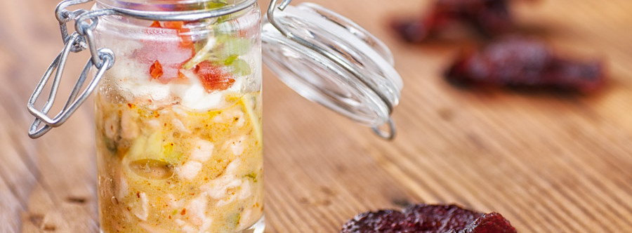 Tartare de Saumon Sauvage à la Crème au Wasabi et Chips de Betterave Rouge